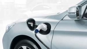 El Gobierno quiere bajar los impuestos a los coches eficientes